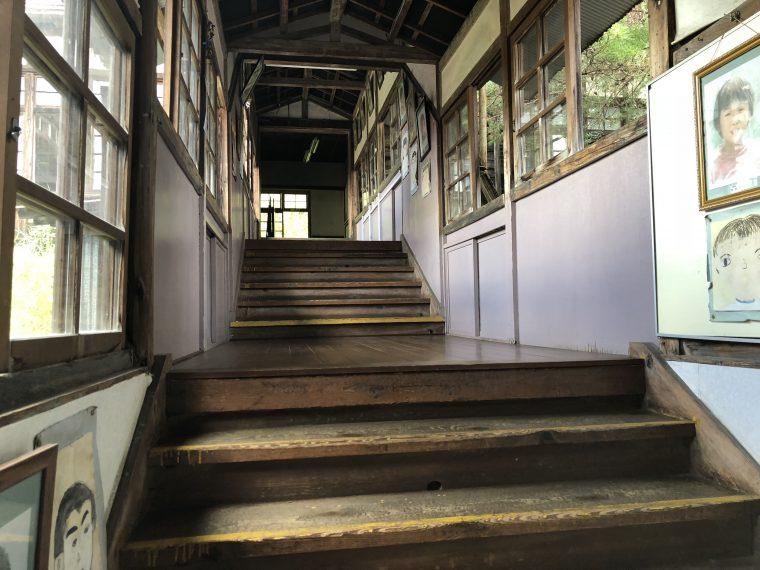 階段の先は?